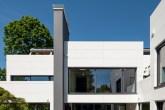 00-casa-alema-tem-fachada-branca-que-nao-acumula-sujeira