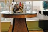01-A-antiga-mesa-de-jantar-concentra-o-bar-no-apartamento-paulistano-do-decorador-gaúcho-Ari-Lyra-(Divulgação)