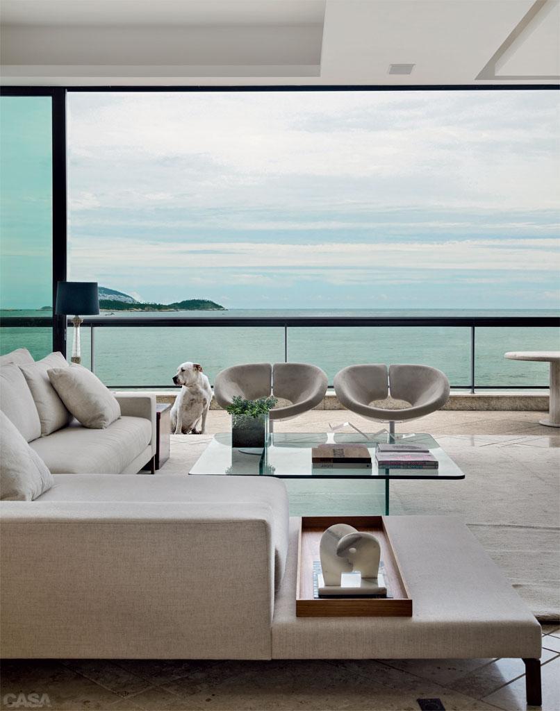 01-apartamento-em-ipanema-tem-decoracao-minimalista-e-confortavel