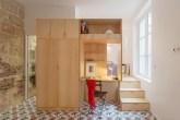 01-apartamento-pequeno-em-paris-ousa-ao-investir-em-revestimentos-coloridos