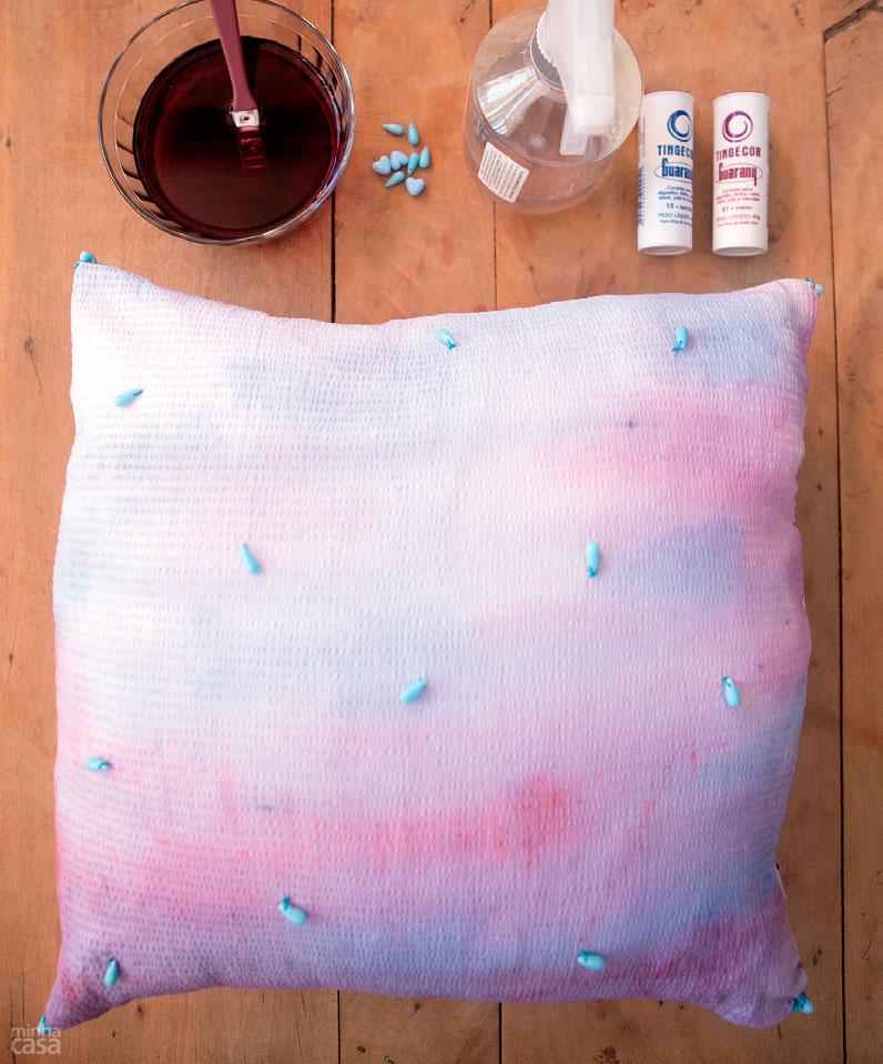 01-aprenda-a-fazer-estampas-de-almofadas-que-imitam-aquarela