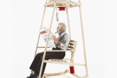 01-cadeira-de-balanco-tricota-enquanto-voce-le-o-jornal