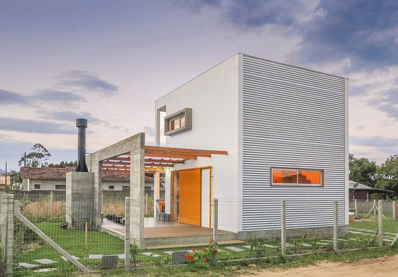 01-casa-em-florianopolis-tem-ambientes-descontraidos-e-cheios-de-cor