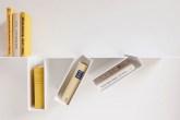 01-designer-belga-cria-prateleira-para-livros-completamente-torta-e-super-divertida
