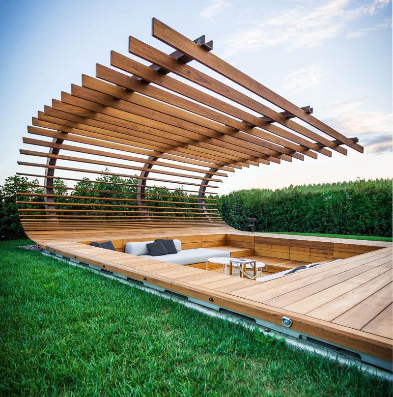 01-inspiracao-do-dia-piscina-com-estrutura-de-madeira-na-area-de-descanso