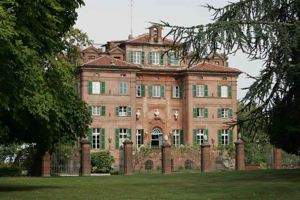 01-casa-infancia-carla-bruni-sarkozy-venda-castelo-historico-italia