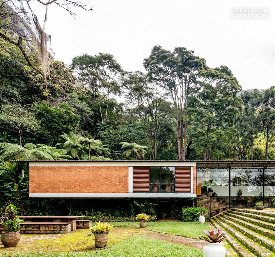01-conheca-a-primeira-casa-a-usar-cobertura-metalica-no-brasil