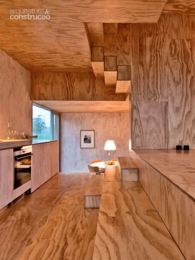 02-escadas-viram-piso-mobiliario-instalacao-de-arte