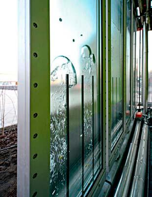 02-fachada-com-microalgas-geram-energia-em-predio-alemao