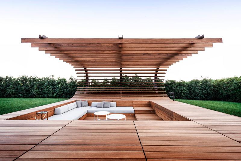 02-inspiracao-do-dia-piscina-com-estrutura-de-madeira-na-area-de-descanso