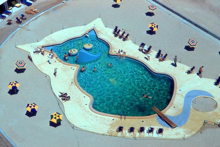 02-piscinas-com-formatos-divertidos