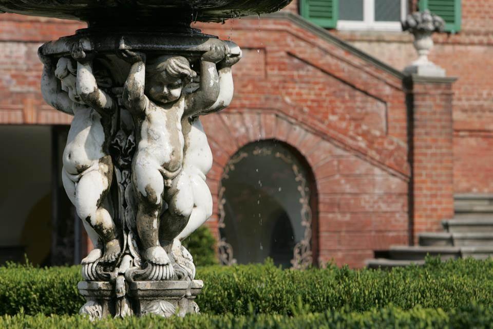 02-casa-infancia-carla-bruni-sarkozy-venda-castelo-historico-italia