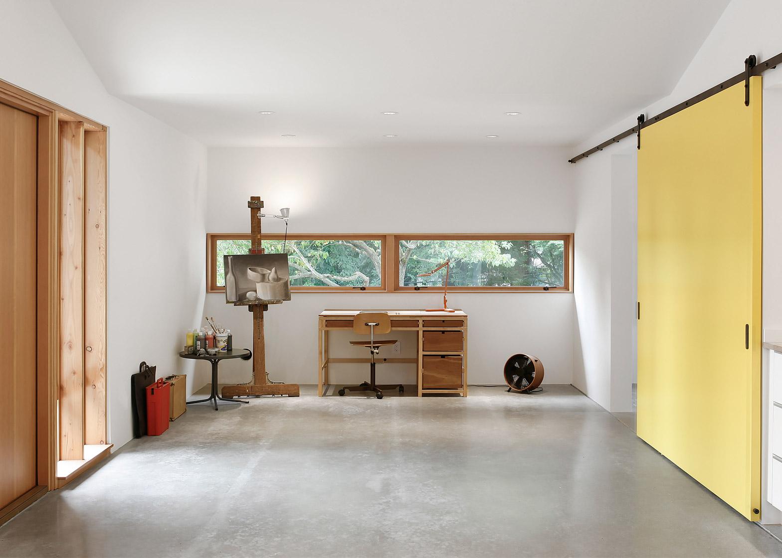 03-antigo-estabulo-vira-um-lindo-estudio-e-casa-de-hospedes