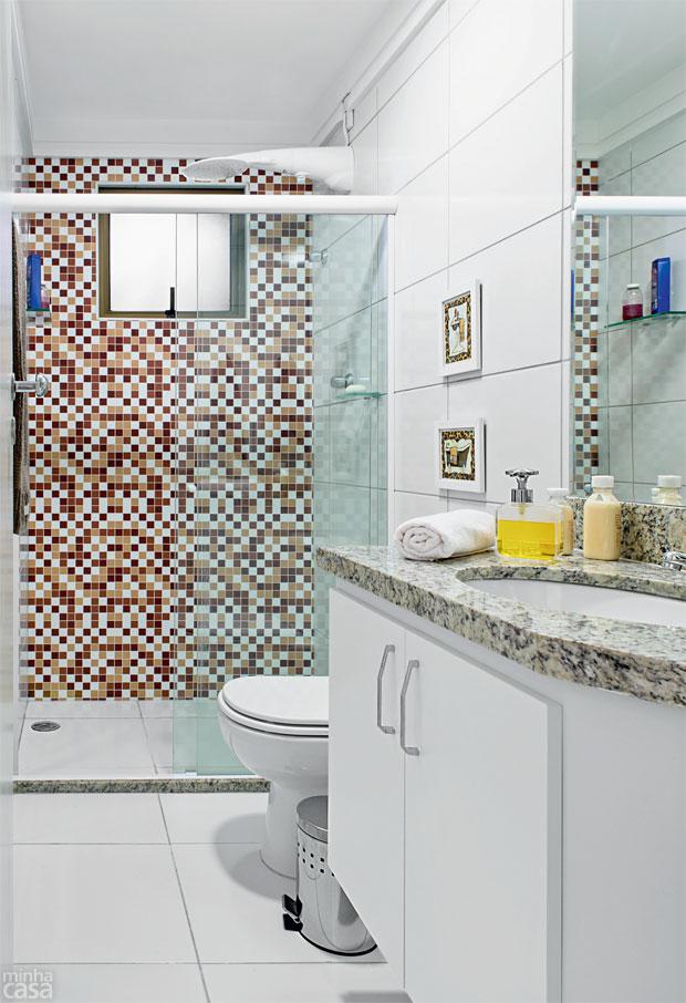 03-banheiro-decorado-com-adesivo-fica-pronto-em-24-horas
