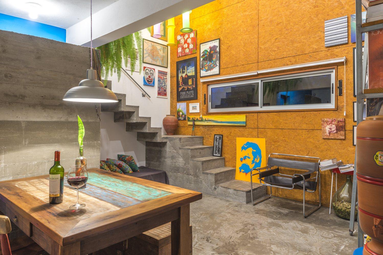 03-casa-em-florianopolis-tem-ambientes-descontraidos-e-cheios-de-cor