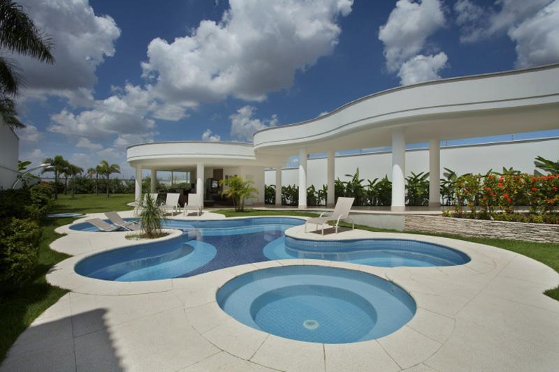 0410-piscinas-com-curvas-projetadas-por-aquiles-nicolas-kilaris01
