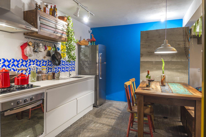 05-casa-em-florianopolis-tem-ambientes-descontraidos-e-cheios-de-cor