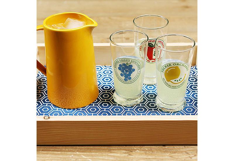 06-bandeja-de-madeira-decorada-com-papel-adesivo