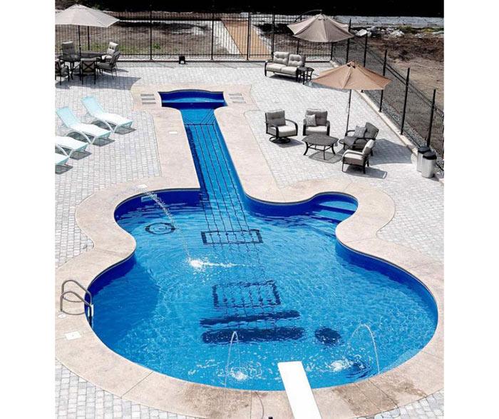 06-piscinas-com-formatos-divertidos