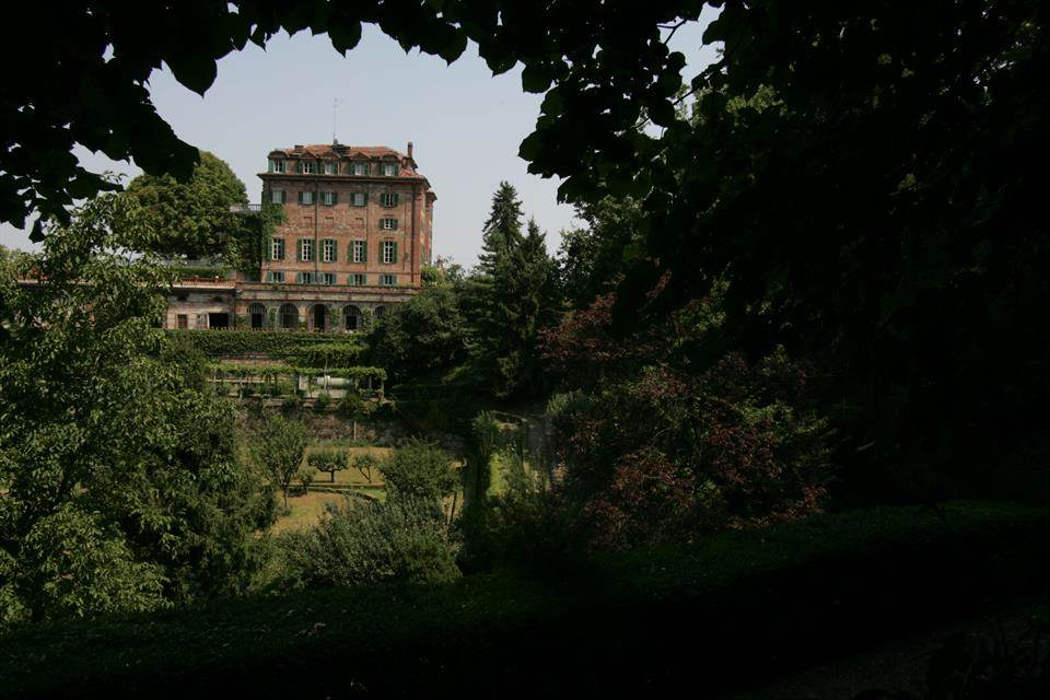 07-casa-infancia-carla-bruni-sarkozy-venda-castelo-historico-italia