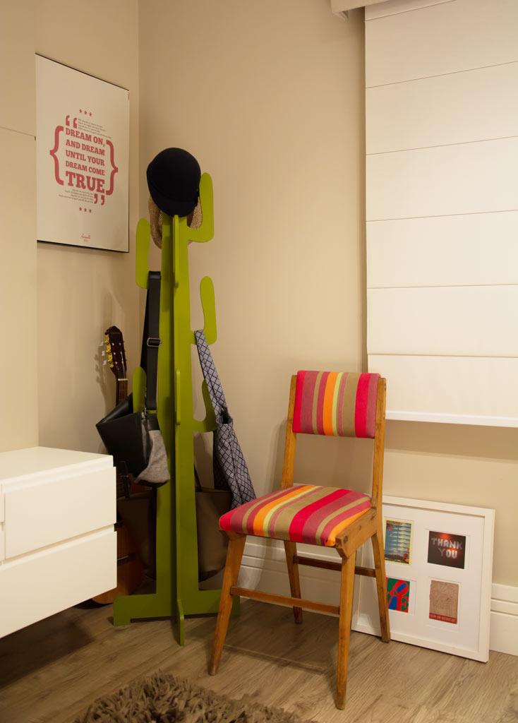 08-apartamento-decorado-cheio-de-pecas-de-antiguidade-e-herancas-de-familia