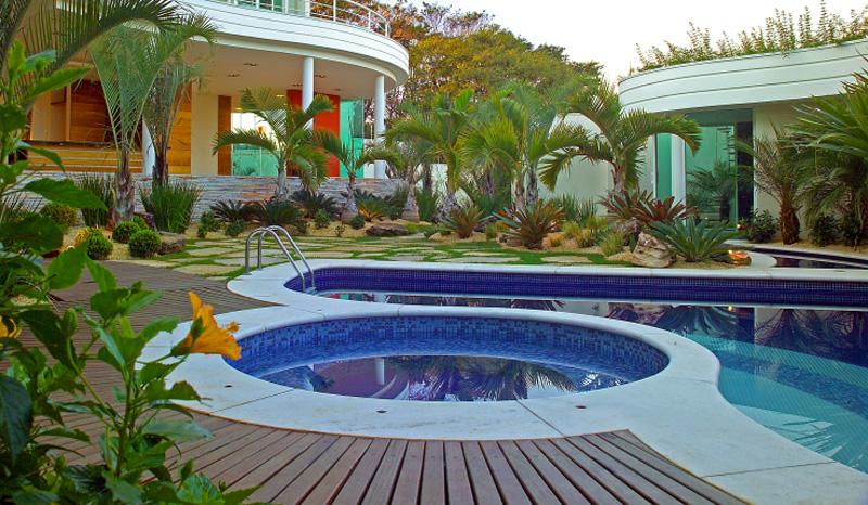 0810-piscinas-com-curvas-projetadas-por-aquiles-nicolas-kilaris01