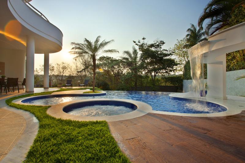 0910-piscinas-com-curvas-projetadas-por-aquiles-nicolas-kilaris01