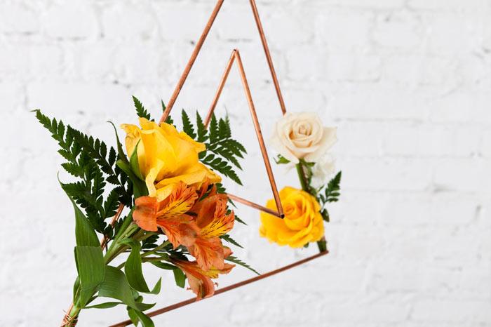 13-como-fazer-um-mobile-geometrico-decorado-com-flores