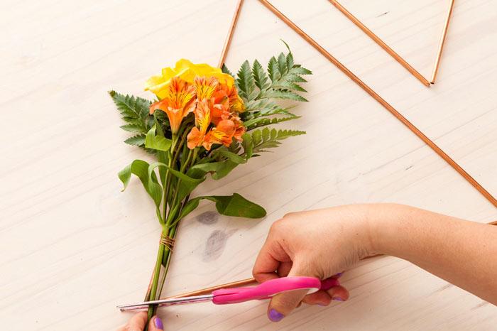 17-como-fazer-um-mobile-geometrico-decorado-com-flores