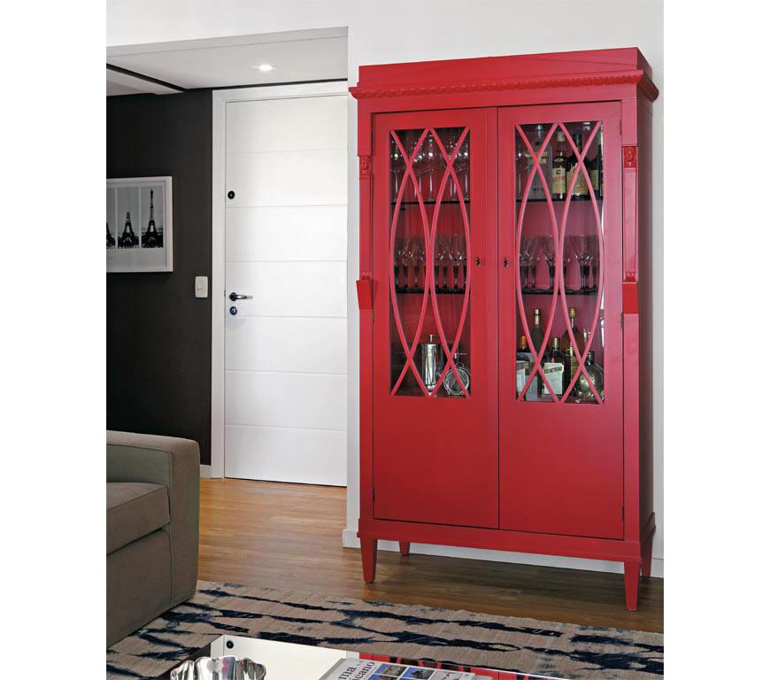 21-O-móvel-antigo-ganhou-pintura-em-vermelho-e-hoje-é-utilizado-para-guardar-bebidas,-taças-e-outros-acessórios-(Marco-Antônio)