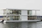 casa-barco-de-aco-e-vidro-branca