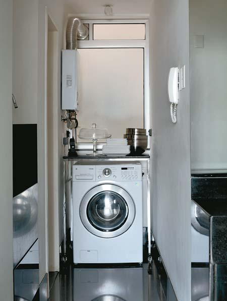 Para fugir dos varais, Alexandre escolheu uma máquina de lavar que também s...