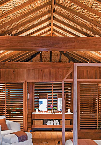 Forro de bambu, projetado e instalado por Nani Chinellato no ambiente de Dado...
