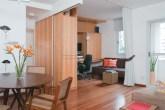 As paredes foram demolidas e os ambientes integrados para trazer amplitude à...