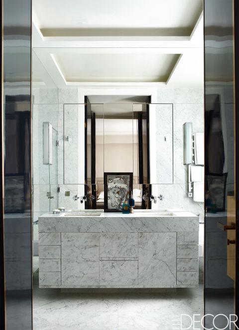 apartamento-com-preto-e-branco-e-parede-de-espelhos-paris-Simon Upton