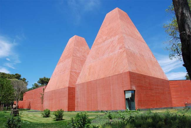Museu Paula Rego, em Cascais, é uma das obras mais recentes do arquiteto Edu...