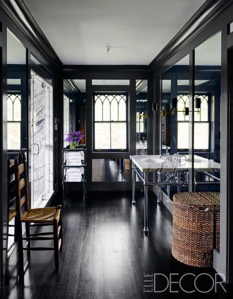 banheiro-preto-com-alguns-detalhes-em-branco-Douglas Friedman