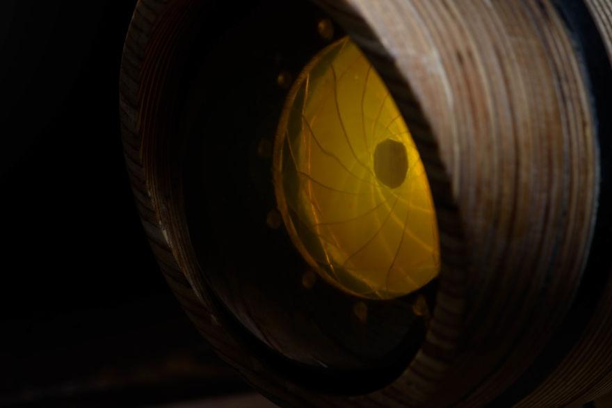5designer-russa-cria-luminaria-inspirada-na-anatomia-do-olho