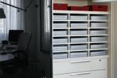 As caixas de papelão de 27 x 39 cm encerram materiais básicos, organizados ...