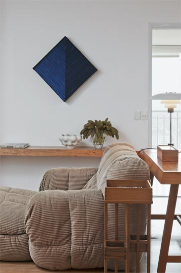 Vista Lateral de apartamento com ar escandinavo.