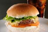 comemore-o-dia-do-hamburguer-com-um-saboroso-cheese-salada