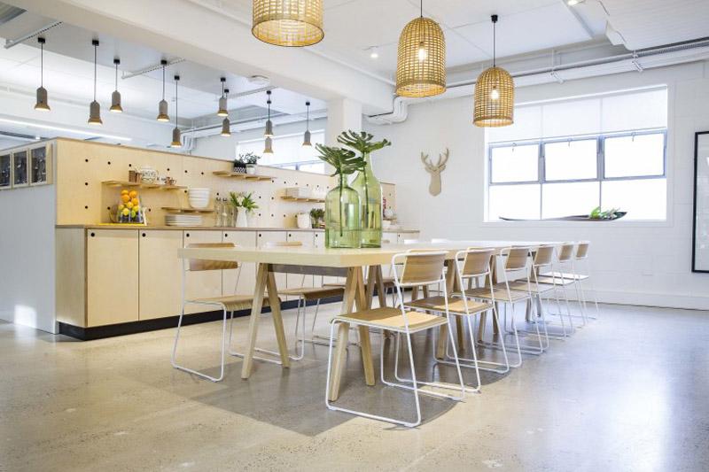 conheca-a-nova-sede-do-airbnb-em-sidney-tem-quarto-atras-da-estante (12)