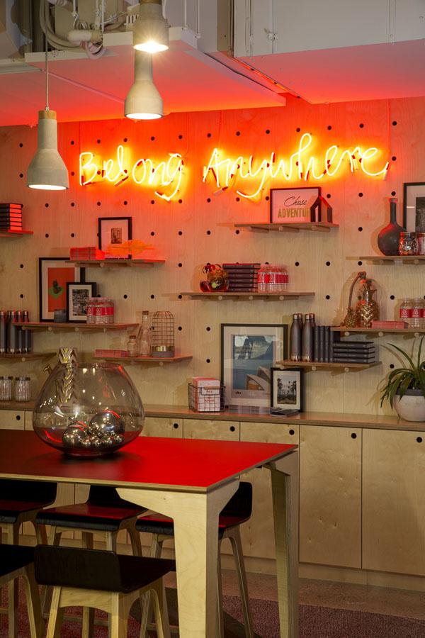 conheca-a-nova-sede-do-airbnb-em-sidney-tem-quarto-atras-da-estante (6)