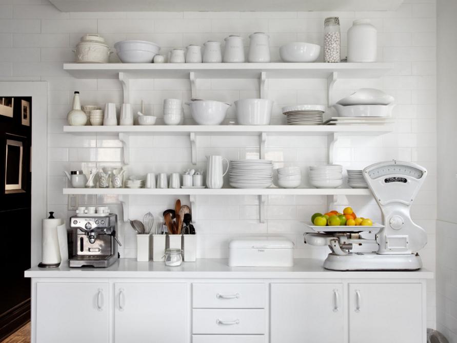 cozinha-toda-branca-com-prateleiras-Stephane Chamard