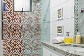 destaque-banheiro-decorado-com-adesivo-fica-pronto-em-24-horas