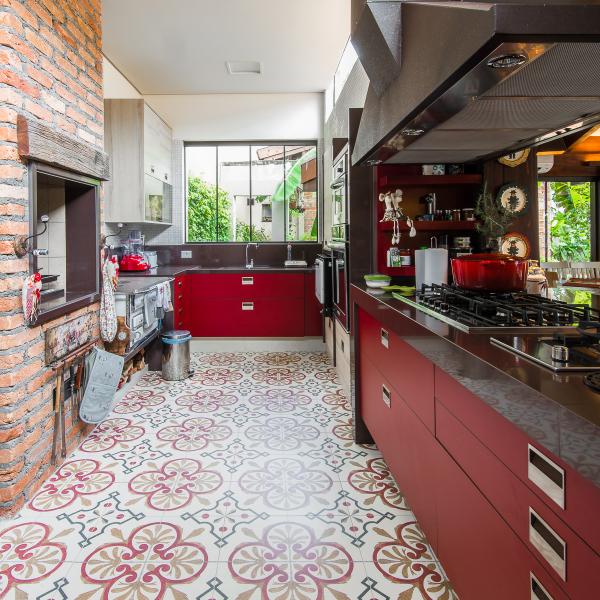 espaco-gourmet-tem-piso-estampado-que-parece-tapete (9)