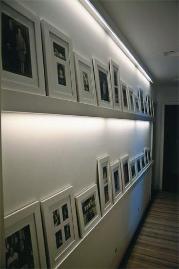 Para que o corredor não ficasse monótono, o arquiteto paulista Ricardo Cami...