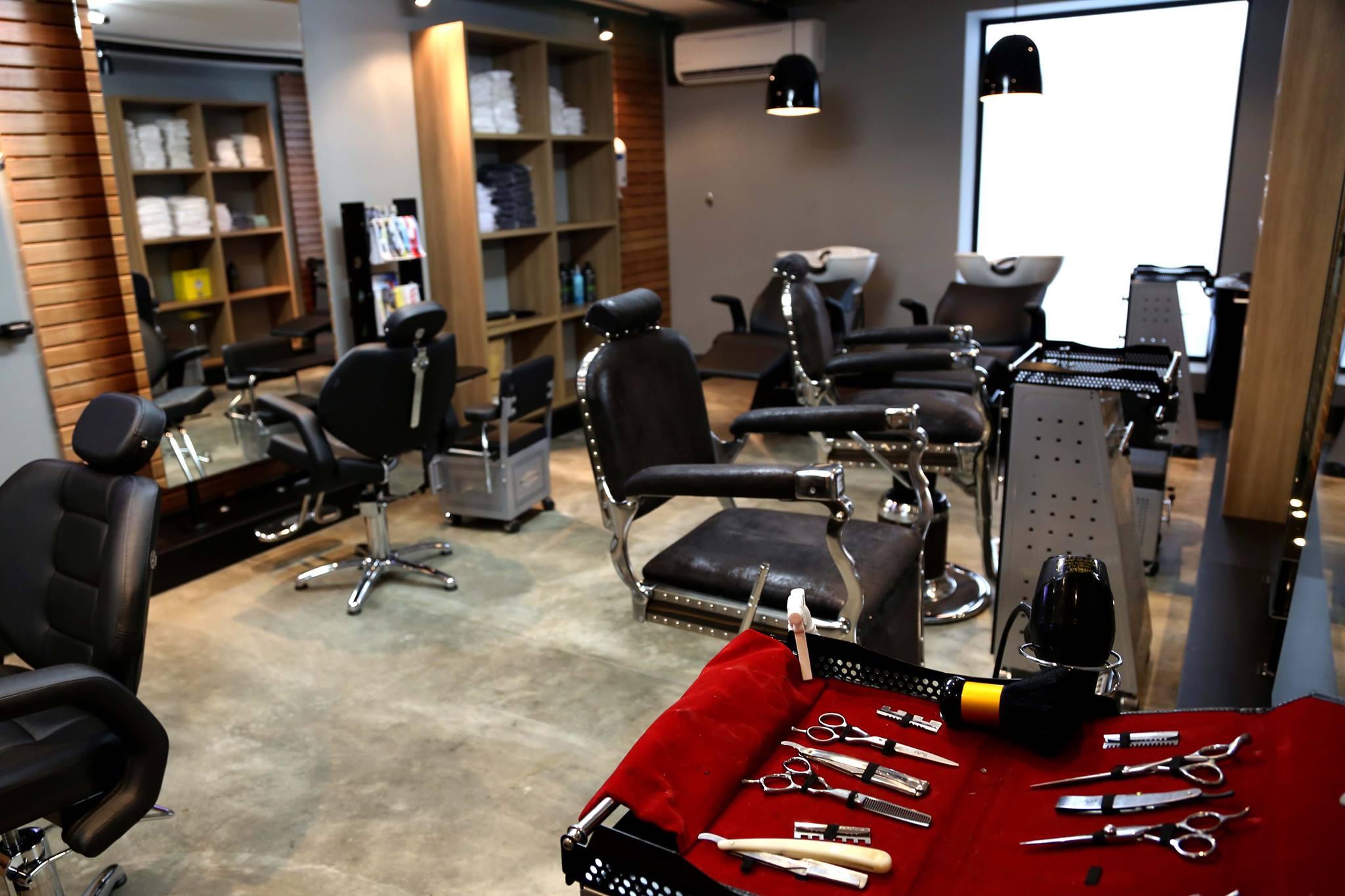 Garagem-barbearias-retro-cheias-de-estilo