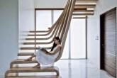 home-nova-escadas-viram-piso-mobiliario-instalacao-de-arte