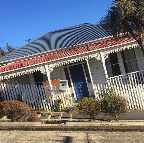 01-misterio-casas-parecem-afundar-nova-zelandia